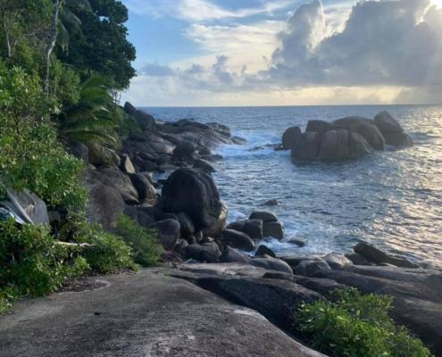 Granit Rocks perto de Rock Pool