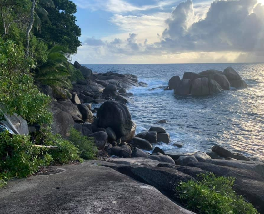 Rocas de granito cerca de Rock Pool