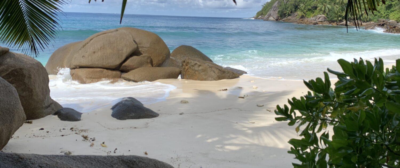 Rochers et plage à Anse Capucin, Seychelles