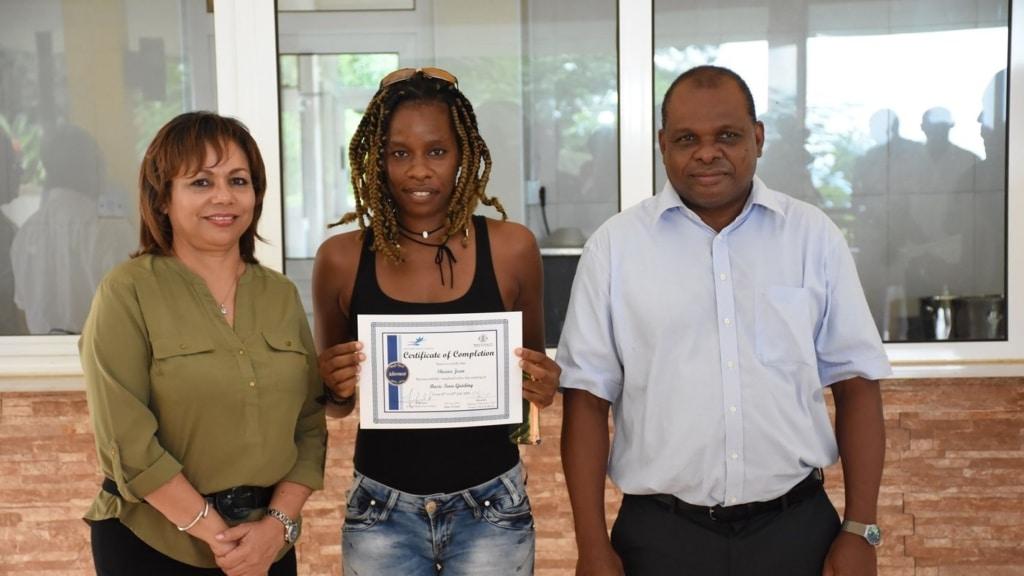 Sheena Tourguide Certificate med Seychellernas turistminister, Om oss