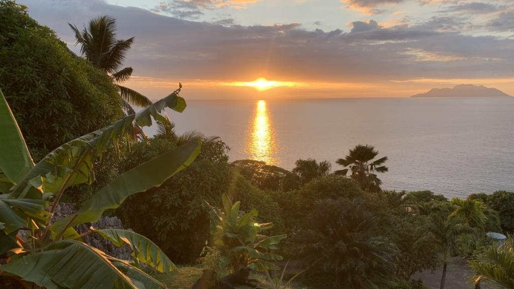 Solnedgång med siluettvy, Seychellerna