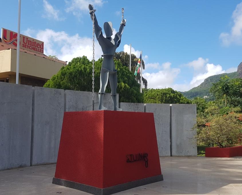 Zonm Lib Statue